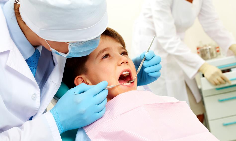 Удаление молочных зубов у детей.