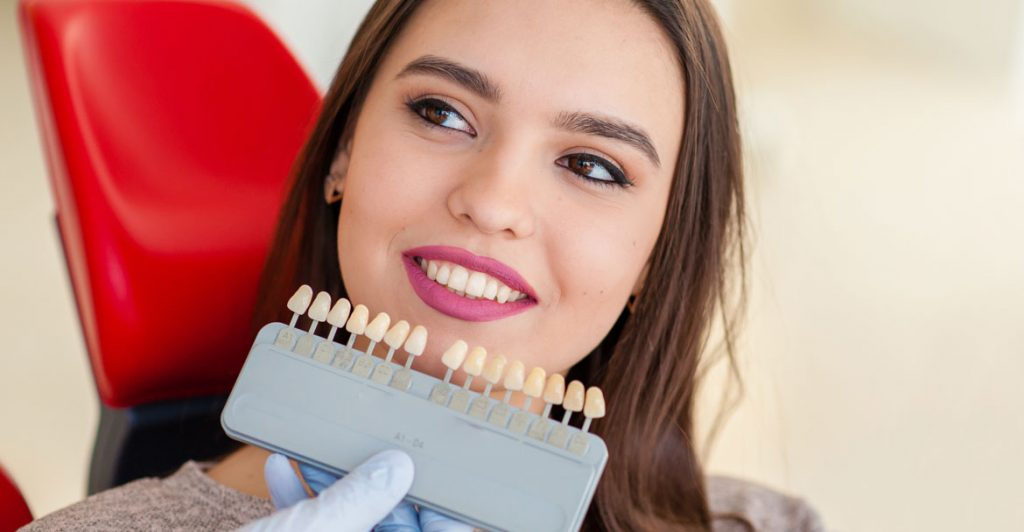 Отбеливание зубов лазером до 10 оттенков